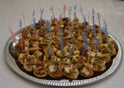 №11 Мини палачинка със синьо сирене мед и орехи